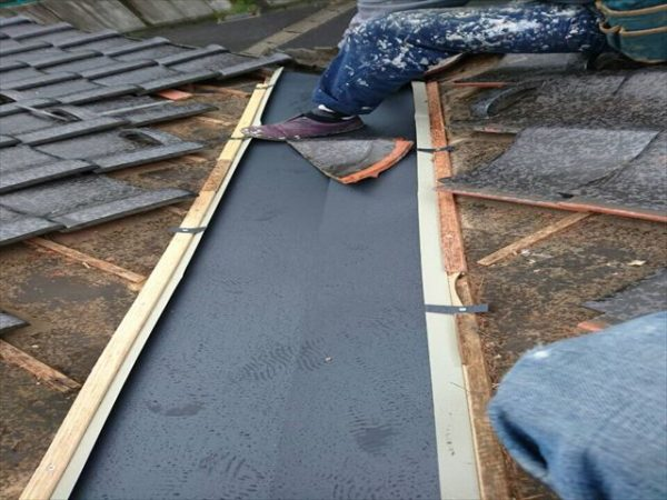 岡山県津山市 屋根工事 雨漏り修理 ガルバリウム鋼板谷板金