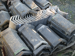 瓦資材置き場保有・各種瓦の在庫完備