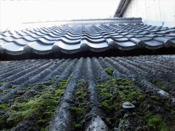 岡山県赤磐市で屋根工事 板金工事 スレートにコケ