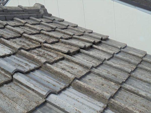 岡山市北区 雨漏り修理 2階の瓦もずれています。