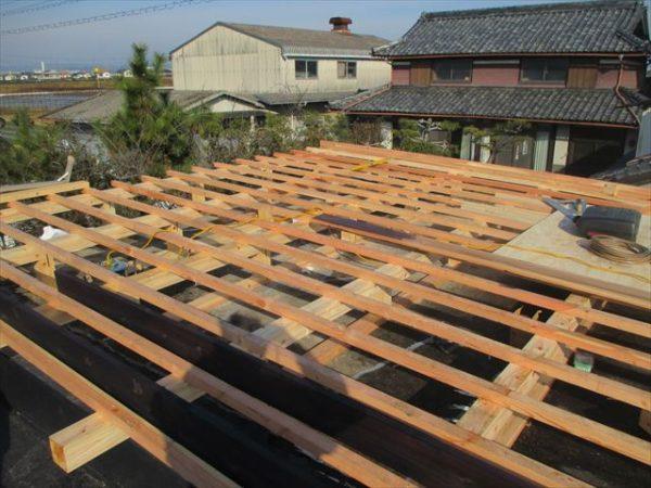 岡山市南区で屋根工事 カバー工法 雨漏り修理 勾配修正