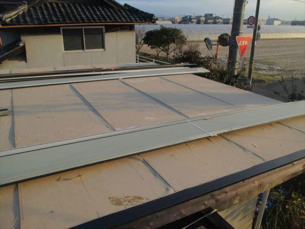 岡山市南区で屋根工事 カバー工法 雨漏り修理 工事中