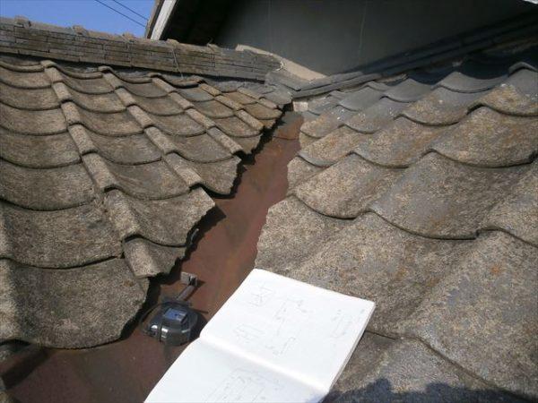 雨漏り修理 屋根葺き替え 谷板金赤さび