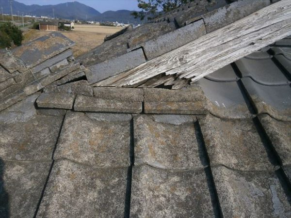 屋根工事 雨漏り修理 破風板腐っています